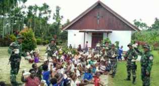 Hari Gizi Nasional, TNI Bagikan Paket Makanan di Perbatasan RI-PNG