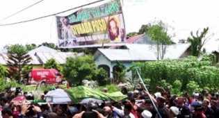 Ribuan Orang Hadiri Pemakaman Santoso