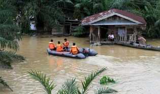 Gubernur Riau Minta BPBD dan DinSos Tanggap Pantau Perkembangan Banjir