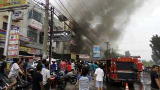 Kebakaran di Jalan Harapan Raya, 3 Ruko Ludes Terbakar