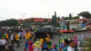 Massa Blokade Jalan Jenderal Soedirman Pekanbaru, Arus Lalu Lintas Simpang Empat Tugu Zapin Macet To