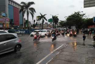 Akibat Banjir, Jalan Sudirman-Imam Munandar Macet