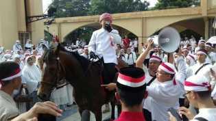 VIDEO : Pimpin Ribuan Santri Menuju Jakarta, Aa Gym Naik Kuda