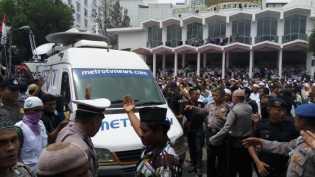 Kru Metro TV Diusir Paksa Ormas Islam Saat Demo