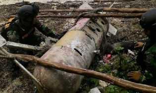 TNI AL dan Warga Temukan Benda Mirip Torpedo di Bintan