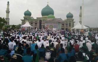 Kaum Muslimin Hadiri Tabligh Akbar di Masjid Agung An Nur