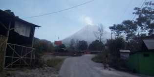 Gunung Merapi kembali mengalami letusan freatik