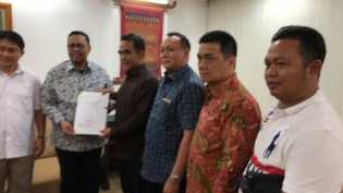 Siapkan Berkas Seharian, Lukman Edy-Hardianto Pilih Daftar ke KPU Riau Malam Ini