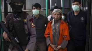 Didakwa sebagai otak lima aksi teror, Aman Abdurrahman menolak didampingi pengacara