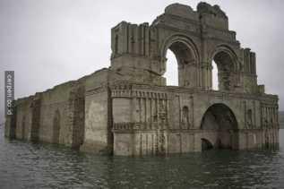 Gereja Kuno Muncul Dari Dalam Air di Mexico