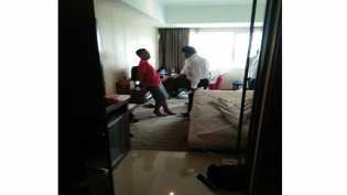 Satu Pria dan Dua Wanita Loncat Dari Kamar Hotel Saat Penggerebekan