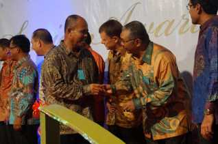 Apresiasi Karyawan, Presiden APRIL: Perusahaan Besar Karena Karyawan