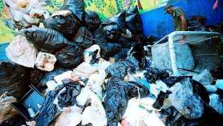 Ajak Masyarakat Kelola Sampah, Aturan Kantong Plastik Berbayar Segera Terbit
