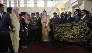 Raja Salman Berikan Kain Kiswah Untuk Mesjid Istiqlal