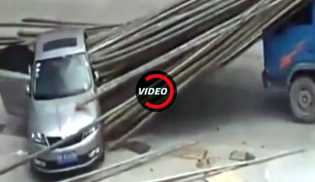 Tragis, Sedan Tertusuk Ratusan Bambu