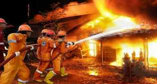 Dini Hari Terjadi Kebakaran di Tanah Abang, 31 Unit Pemadam Kebakaran Diterjunkan