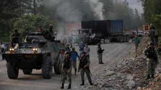 Isak Tangis Warnai Evakuasi 13 Guru di Kampung Aroanop, Papua