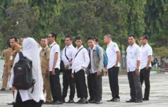 Honorer di Riau Wajib Pakai Seragam Seperti Baju Jokowi