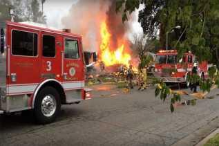 Pesawat Kecil Jatuh Hantam Dua Rumah di Riverside, California