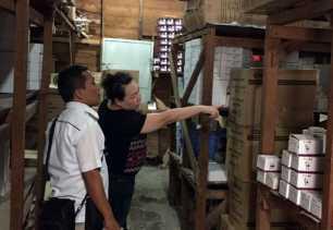 Polresta Pekanbaru Amankan 25 Kotak Miras di Gudang Siak II