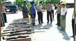 Warga Inhu Serahkan 14 Senjata Rakitan ke Polisi