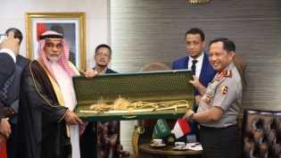 Cinderamata dari Raja Salman Senilai Rp.5 Miliar di Serahkan ke KPK