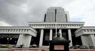 Dr Arnold Gugat RS Siloam Internasional Surabaya
