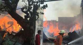 Api Lalap Pabrik Kayu di Cipinang Muara
