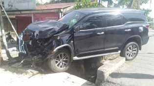 Kecelakaan Tunggal di Parit Indah, Mobil Anggota DPRD Riau Ringsek