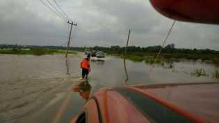 Volume Air Sungai Kampar Meningkat, Jalan di Langgam Putus