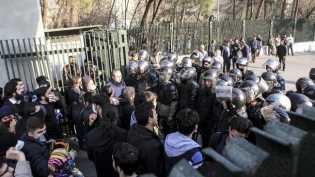 Demonstrasi di Iran Memanas, 450 Orang Ditangkap