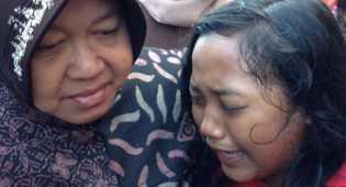Tangisan Siswi SD Jika Risma Tinggalkan Surabaya