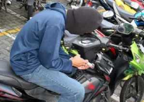 Kasian, Uang Telur Rp70 Juta yang Disimpan di Jok Motor Raib, Kakek Ini Baru Sadar Ketika Tiba di Ru