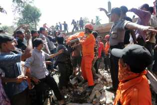 3.267 Orang Terpaksa Harus Mengungsi Pasca Gempa Aceh