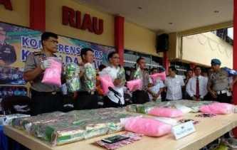 Dibekuk saat di Kapal Roro Bengkalis, Polda Riau Riau Sita 55 Kilogram Sabu dan 46 Ribu Lebih Pil Ek