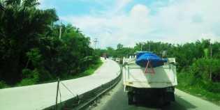 Jalan Lintas Timur Berlakukan Sistem Buka - Tutup , Macet Total Berjam-Jam Tak Terhindarkan