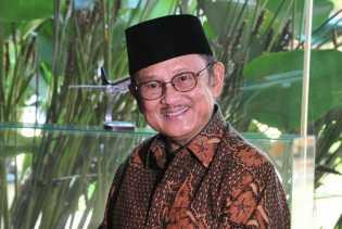 Habibie Optimistis Demokrasi di Indonesia Semakin Baik