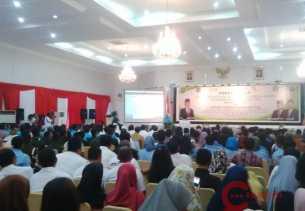Seminar di Gedung Riau, Gubri Ajak IKA-UR Kompak Bangun Riau