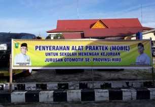 Gubernur Riau Andi Rachman Serahkan Bantuan Mobil Praktik untuk SMK se-Riau