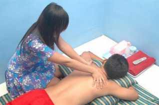 Polda Riau Amankan 27 Wanita dan 373 Bungkus Kondom dari Panti Pijit