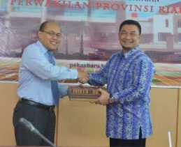 Kampar Kabupaten Pertama Serahkan Laporan Keuangan 2016 ke BPK Riau