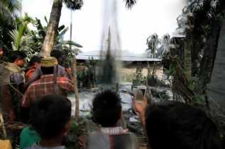 Pasca Gempa, Warga Aceh Digegerkan Dengan Semburan Gas Liar dari Perut Bumi