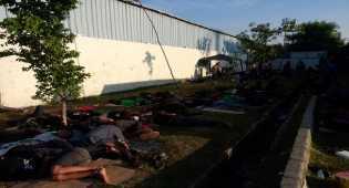 Ratusan Bonek Menginap di Stadion Koja, Pagi Ini Bersiap Kembali ke Surabaya