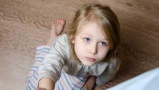 Bagi orang tua Jangan Meninggalkan Anak Sendirian di Rumah