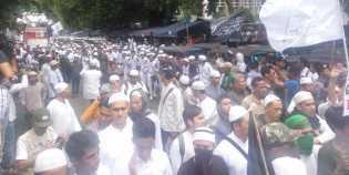 Massa FPI Telah Berkumpul di Masjid Al Azhar Jakarta Selatan