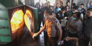 Polisi musnahkan sabu yang diselundupkan wanita dalam bra dan pembalut