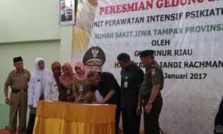 Gubri Resmikan Gedung UPIP RSJ Tampan Pekanbaru