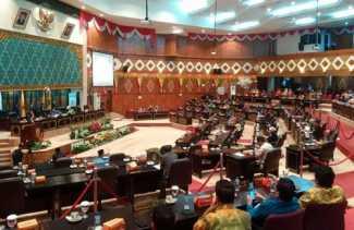 Tidak Setuju LKPJ Disampaikan Sekda, 4 Anggota DPRD Walkout dari Sidang