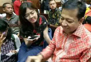 Tak Lagi Bawa Buku Hitam di Sidang, Setya Novanto: Diumpetin