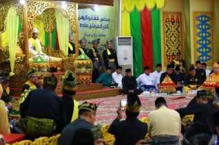 Penabalan Gelar Kehormantan Adat dari LAM Riau, Ustaz Abdul Somad Harus Tetap Jadi Ulama Umat Bukan